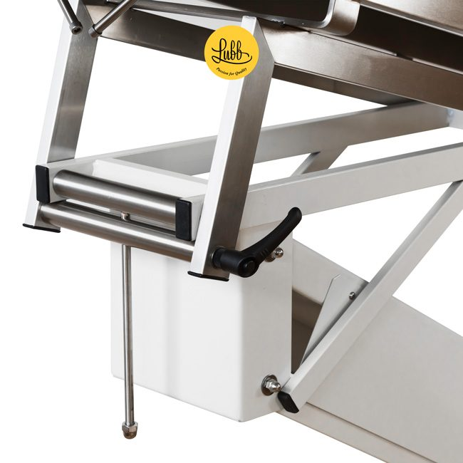 Hydraulic surgery table with lacquered iron Z structure and stainless steel V top - Detail 1